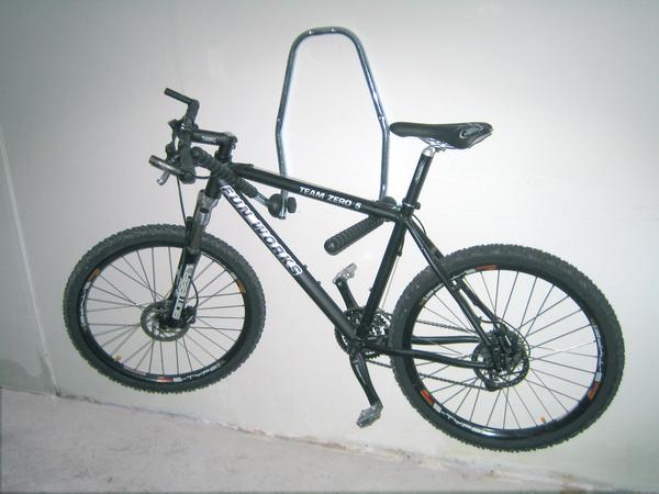fahrrad wandhalter zur befestigung an der wand gah alberts. Black Bedroom Furniture Sets. Home Design Ideas